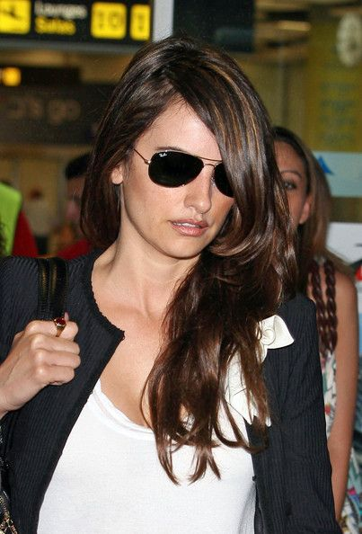 Penelope Cruz wearing the ever-famous Aviator Sunglasses by Ray-Ban