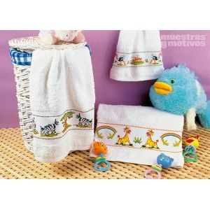 Banda de punto de cruz con preciosos motivos infantiles para bordar en tus toallas. #muestrasymotivos #toallas #puntodecruz