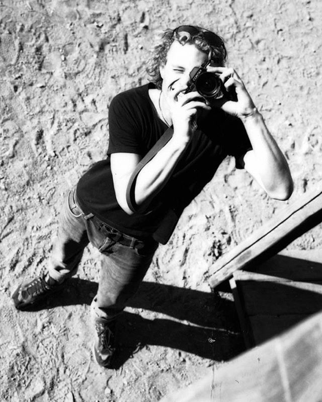 Heath Ledger, Prague, 2001 [Source: https://www.instagram.com/brigittelacombe/?hl=ru]