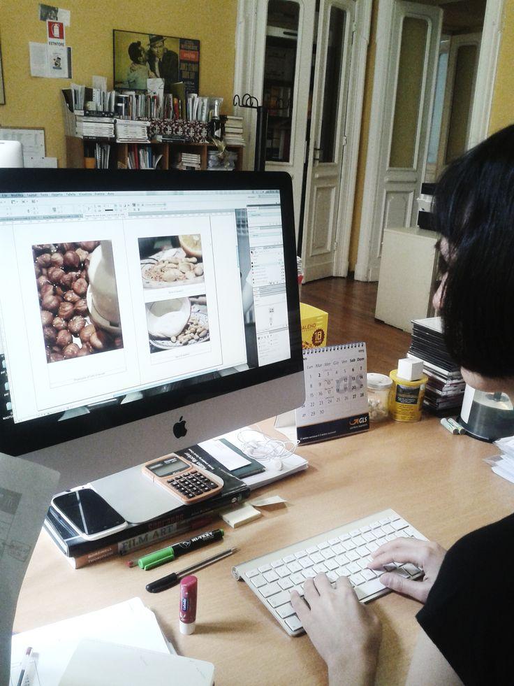 #Snapshots durante il lavoro di redazione! Direttamente dalla postazione della nostra Anna Lisa!
