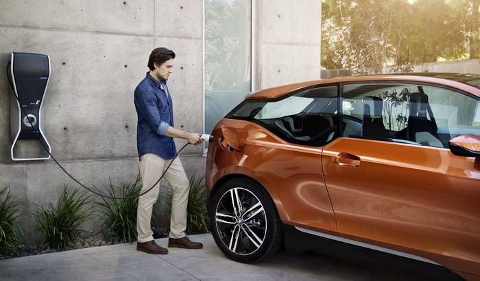 BMW i3 EV Debut in Frankfurt: 220 Km with batteries, up to 350 km of autonomy thanks to extensor