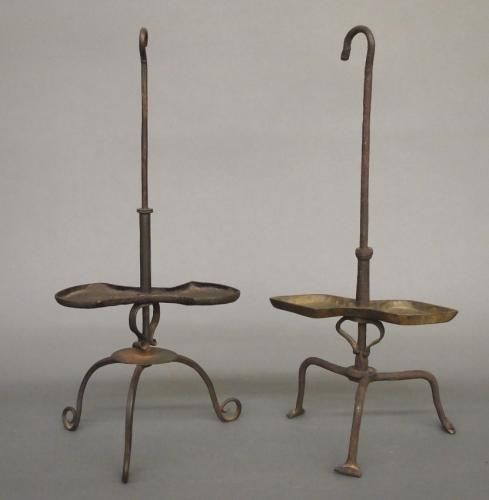 Two late 18th/early 19th century European wrought iron grease lamps. Forged iron with adjustable pans and tripod bases. Old surface and some oxidation, moinor