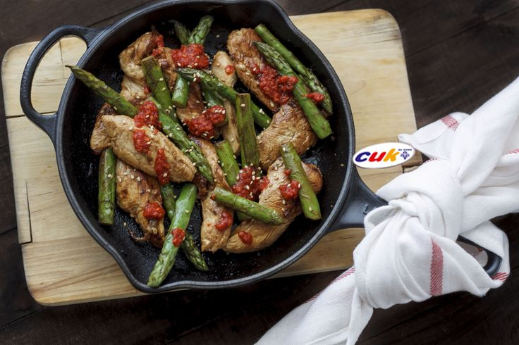 Receta de Tiras de pollo Cuk marinado con espárragos trigueros