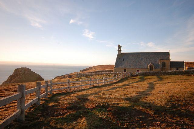 France, Bretagne, Finistère - Pointe du Van, chapelle Saint-They, au coucher de soleil