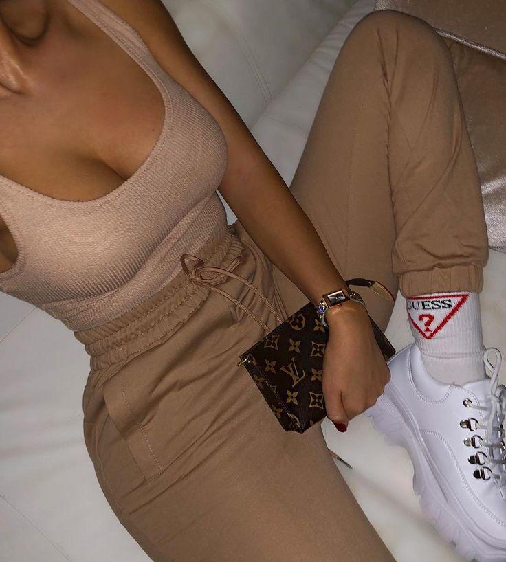 """Madalena Ramos auf Instagram: """"Outfit nackte Garderobe"""""""