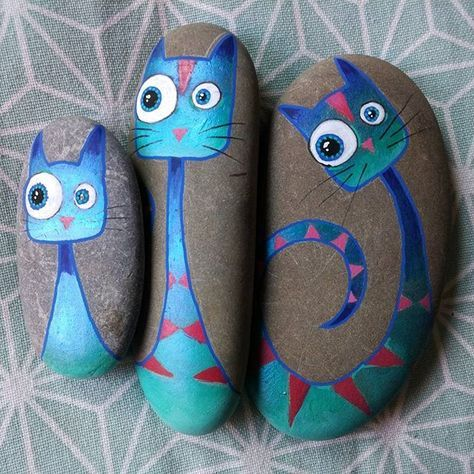 My little blue cat family wishes you a nice weekend! Ma petite famille de chat bleu vous souhaite un agréable weekend ! #handmade #handpainted #faitmain #paintedpebble #paintedpebbles #galetpeint #handmadewithlove #gift #drawing #freehand #galet #pebbles #stone #stonepainting #stoneart #stone #painting #painted #stonelover #pebblebeach #rock #rockpainting #rockart #cat #bluecat #chat #chatbleu #family #famille