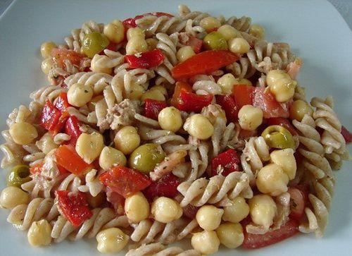 Макаронный салат с перцем и нутом
