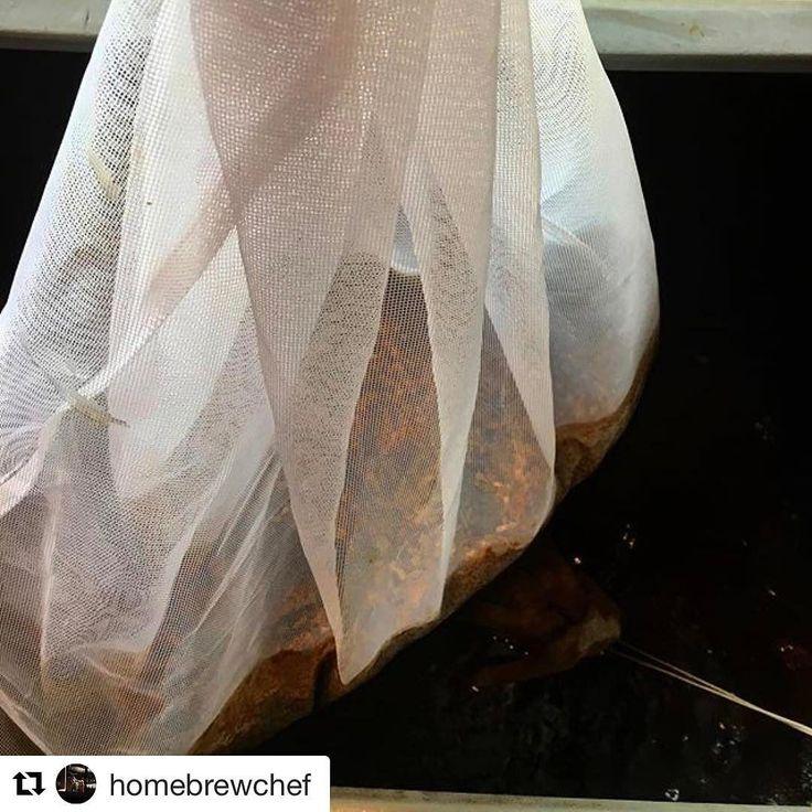 O Brew in a Bag é uma afirmativa para quem não tem muito espaço para produzir cerveja em casa. Usando um saco de tecido que pode ser de algodão ou voil você consegue produzir sua cerveja usando apenas uma panela.  @homebrewchef . #cerveja #beer #cerveza #bier #birra #instabeer #craftbeer #beerporn #beerstagram #cheers #drinklocal #drinkcraftbeer #beertography #beerlovers #breja #igersrj #beermoba #mariacevada . #homebrew #homebrewing #allgraingrewing #brewyourown #makesomebeer…