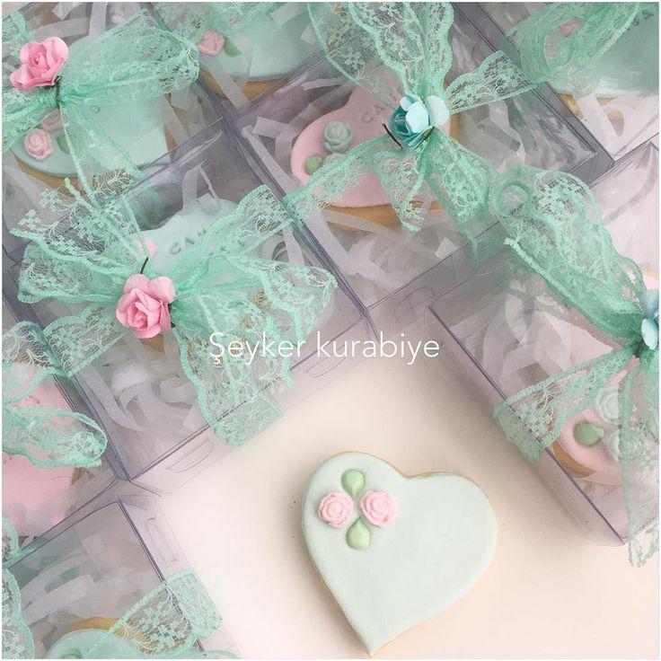 ������ #butik #butikkurabiye #kurabiye #cookies #cook #yum#flower#soft#sunum#tasarım#istanbul #sipariş#kargo#sanat#kalp#doğum#baby#nikah#düğün#instagram #instafood #soft#pembe#mavi#heart #ankara #şeker#şekerhamurlukurabiye #sekerhamuru #pasta#cakepops http://turkrazzi.com/ipost/1517468736805458998/?code=BUPIca3DNQ2