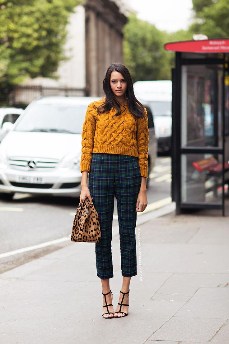 Laurenne - Mustard jumper and Tartan printed pants : perfect !