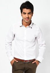 Inspire the fashion freaks to try something out-of-the-box as you adorn this casual shirt, in white coloured, from the house of United Colors of Benetton. Amplify your style quotient adorning this button-down wonder that is fashioned using quality cotton blend for absolute comfort.