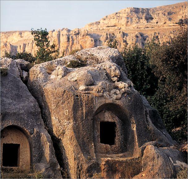 Kaya mezarları/Karaman