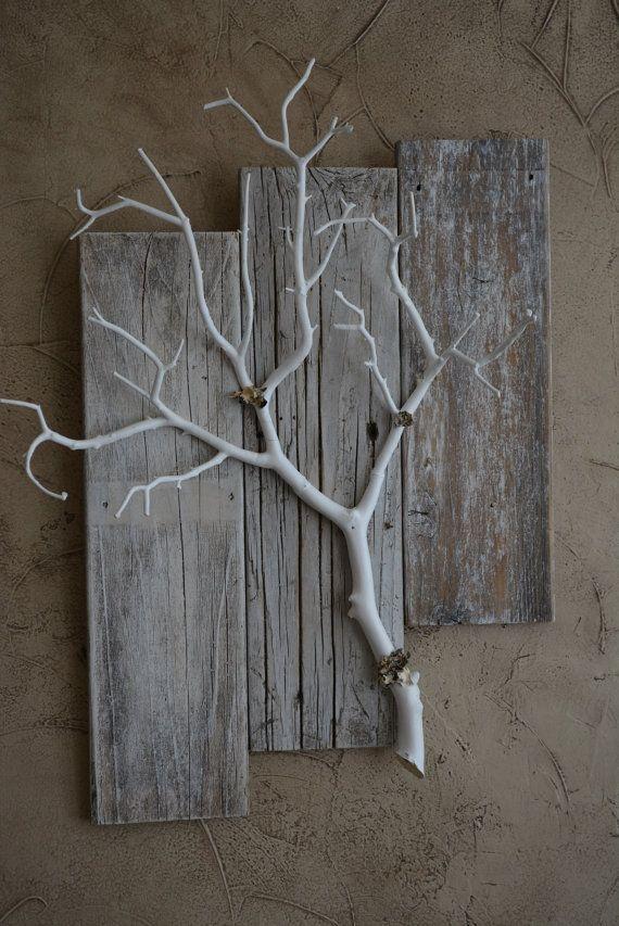 Patiné Grange avec branche de corail de plus petite, puis la taille d'origine. Idéal pour l'affichage des plantes de l'Air ou beau tout seul.  * Environ: 24 Long * 17 de large   * Un joli moyen usine d'Air inclus.