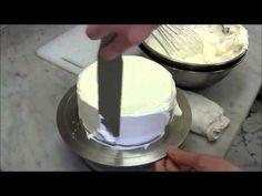Самый простой и быстрый способ украшения торта сливками и клубникой (как украсить торт кремом). - YouTube