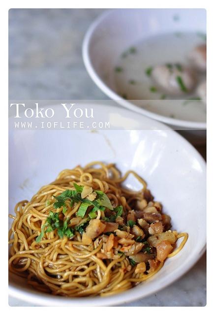 Mie yamin manis Toko You Bandung by ioflife, via Flickr