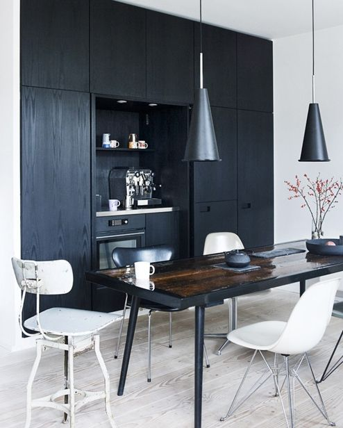 .: Dining Rooms, White Chairs, Black And White, Black Cabinets, Interiors Design, Black Kitchens, Black White, Black Wall, Dining Tables