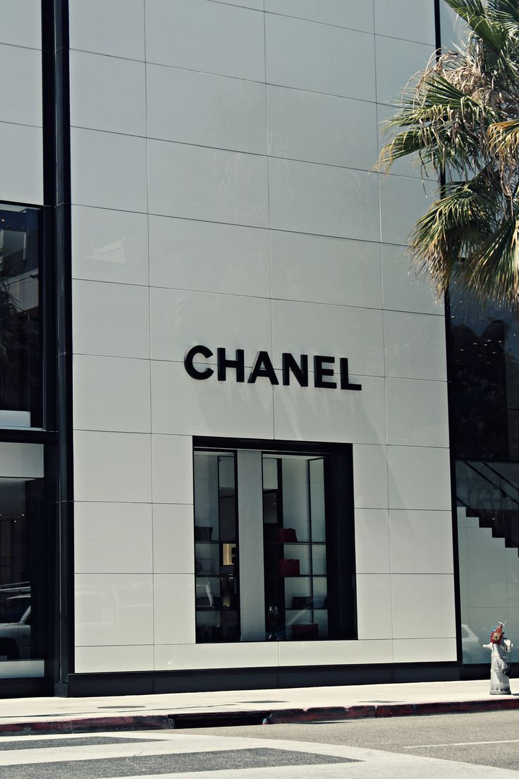 The 25 best chanel store ideas on pinterest chanel for Chanel locations in paris