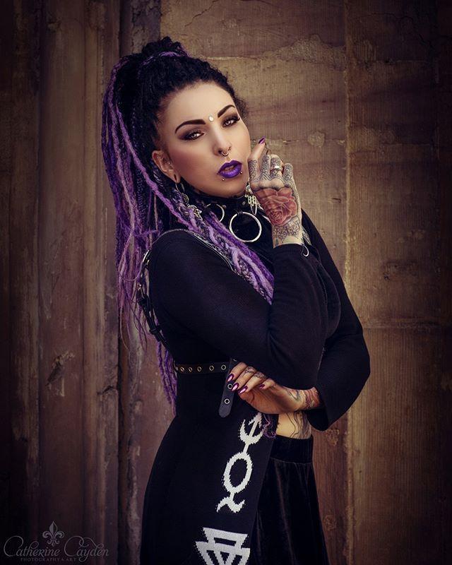 Model: @cassidyrose_ofthedevilsgarden Photo: @catherinecayden.photography Outfit: @13wonderland13 @poppydreads_magdeburg . @killstarco @restyle.pl @wonderlandmc98 . . . #gothic #gothicfashion #wgt #wavegotiktreffen #leipzig #darkart #dreads #purple #purpleblack #gothmakeup #vampire #velvet #blackvelvet #tattoo #tattoomodel #gothicmodel #inked #ink #catherinecayden #cassidyrose #wonderland13 #instagood #photooftheday