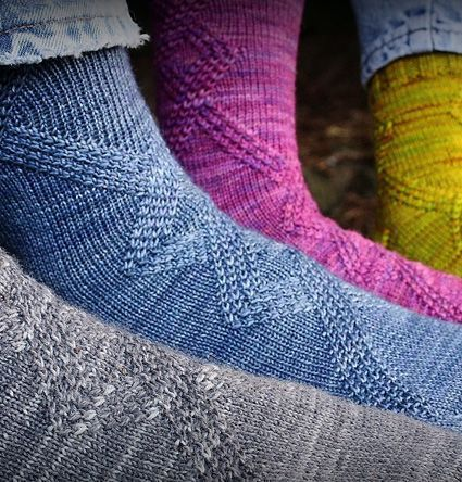 Riff socks - It is so hard to find a good pattern that works for men or women. This is one - and it's free ;-)
