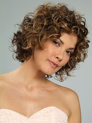 10 Eye-Catching Prom Curly Hairstyles