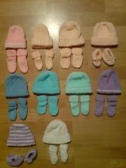 návod na pletené čepičky a ponožky pro nedonošená miminka