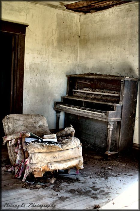 This was my favorite house I have found so far. There where old journals and note books filled with had written music. I have gone back many times. Photo by (brinnyd.com)