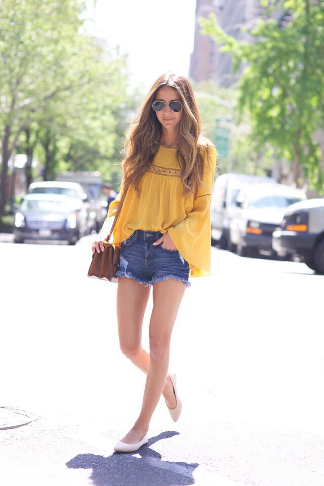 @ariellecharnas puts a modern spin on the bohemian look with a jolt of  warm yellow. | H&M OOTD