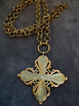 Charlott's Antique Vintage Jewelry - Pendent & Crosses Bronze (Powered by CubeCart) Product Information Bronze pendant from Finland , made by Kalevala Koru in the 30-40´s. The original dates from 1100-1300 found on Räisälän Hovinsaaresta,Finland.