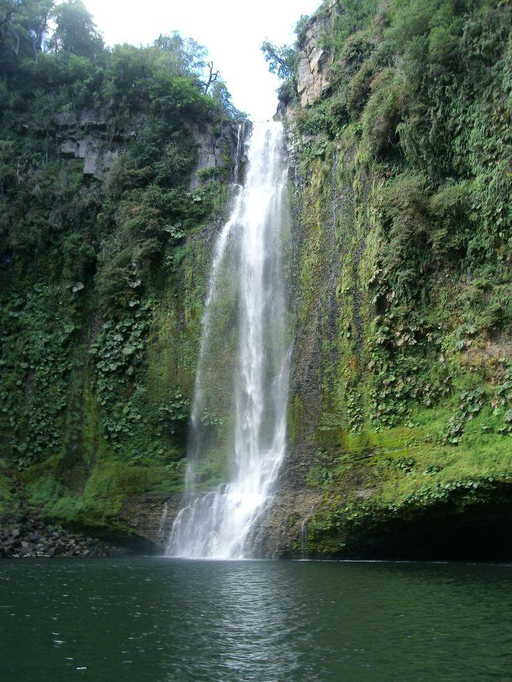 Parque Nacional Tolhuaca, región de la Araucanía. Salto Malleco