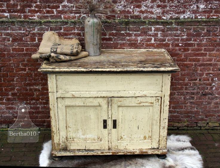 Antiek badkamermeubel met zinken wasbak ( 131504)..verkocht