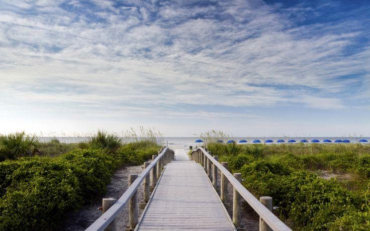 A la tête de passerelle en bois vers la plage, sur Hilton Head Island, Caroline…