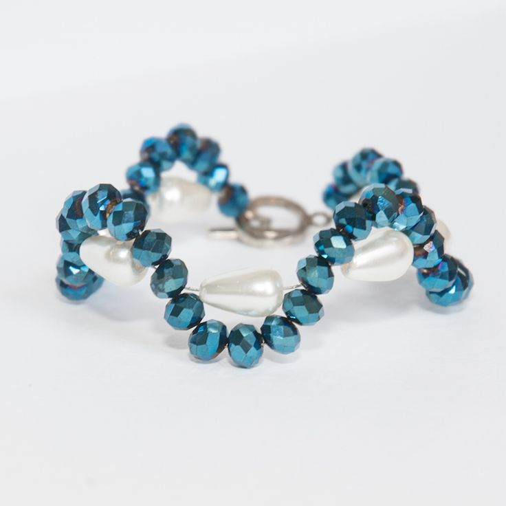 Made from 6mm glass beads (rondelle) and 12mm glass pearls (tears) on stainless steal wire with circle clamp. Available separate or with earings. Earings size 6cm including ear wire.