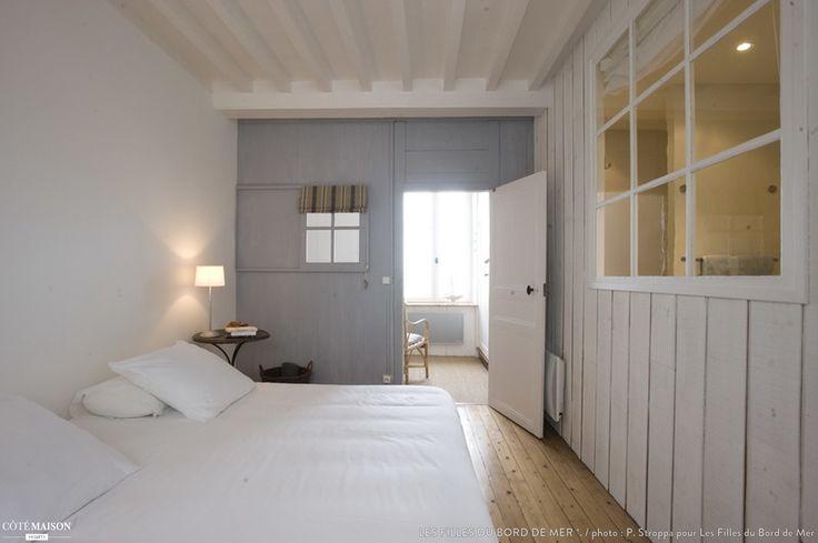 La Maison sur le Quai, maison de pêcheurs rénovée en gite de charme face à la mer en Normandie, Les Filles du Bord de Mer *. - Côté Maison