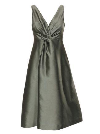 Hier finden Sie eine Top-Auswahl an Schnittmustern für Damen Kleider. Alle wertvollen Tipps und Anleitungen vom Abendkleid bis hin zum Sommerkleid.