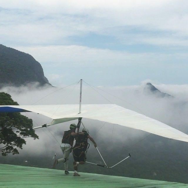 Mi primer vuelo en ala delta #handgliding #handglide #aladelta #voolivre #vuelosinmotor #saoconrado #praiadesaoconrado #tijuca #parquetijuca #plataforma #gopro #goprohero4 #goprohero4silver #riodejaneiro #rio #brasil #crewlife #2015 by raultcp69t