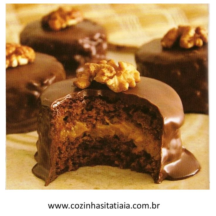 Pão de mel     Bolo de Chocolate em Pó DOIS FRADES®, mel, canela, cravo e coberto com Chocolate Meio Amargo.     Ingredientes     2 xíca...