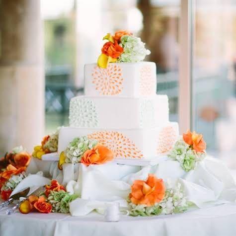 Petal Clusters Design Wedding Cake