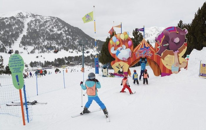 Los mejores destinos para esquiar con niños en España y Andorra