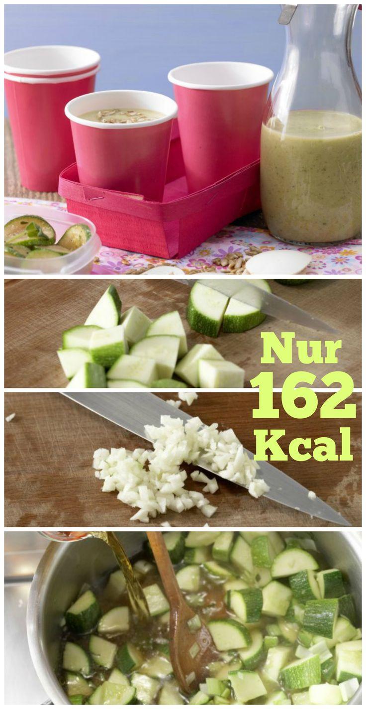 Feiner Frischmacher, perfekt für coolen Genuss unterwegs: Kalte Zucchinisuppe mit Joghurt und Sonnenblumenkernen |http://eatsmarter.de/rezepte/kalte-zucchinisuppe-joghurt