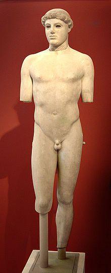 Efebo di Kritios, ca 480 a.C.; scultura di marmo a tutto tondo; Museo dell'Acropoli di Atene.  Esempio di Stile Severo, caratterizzato dalla scomparsa di quel sorriso tipico delle statue arcaiche; gli effetti ottici sono più armonici e naturalistici