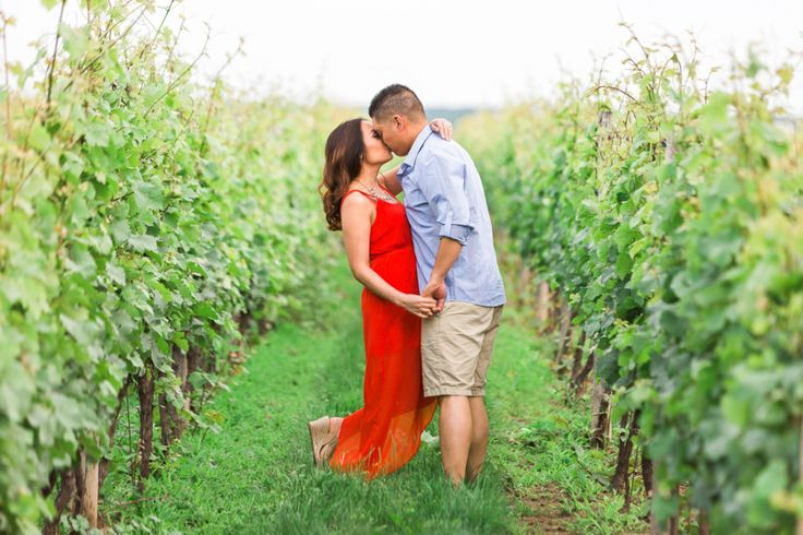 Niagara Summer Vineyard Engagement Photos | Photo by Samantha Ong | Aisle Perfect | http://aisleperfect.com/2015/10/niagara-summer-vineyard-engagement-photos.html #engagement #couple #photography