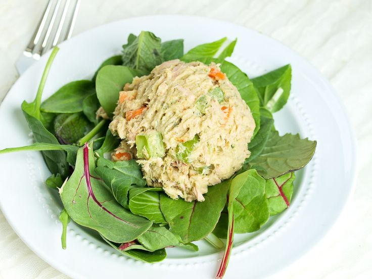 Are you ready for your new favorite lunch? This Avocado Tuna Salad is made with NO mayo!