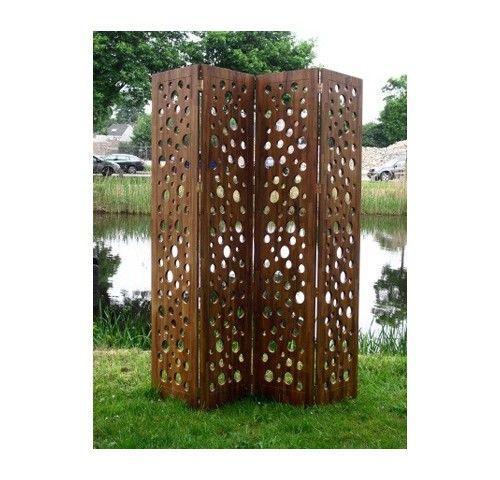 Kamerscherm Larissa Bruin is gemaakt van acaciahout en heeft een afgewerkte teak look. Het kamerscherm is 2,20 meter hoog bestaande uit vier delen van elk 50 centimeter breed. Kamerscherm Larissa is ook verkrijgbaar in het wit. #Tuinaccessoires #Tuinideeën #Tuinidee #Tuinmeubelen #Tuinmeubel #Tuinmeubels
