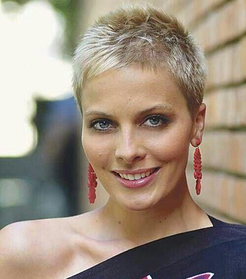 I like her hair cut
