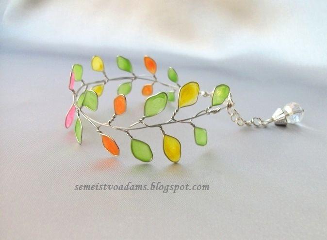 Wire bracelet with nail polish by semeistvoadams.blogspot.com