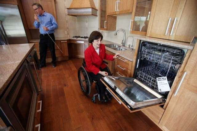 Mark Leder and Rosemarie Rossetti built their central Ohio house as a Universal Design Living Laboratory, showcasing features that make their home handicap accessible.http://www.freep.com/article/20120605/FEATURES01/206050307/Ohio-couple-s-new-house-leads-the-way-in-handicap-accessible-design#