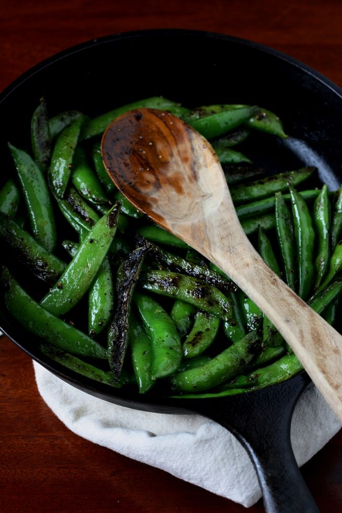 What To Do With Snowpeas: Quick & Easy Blackened Snowpeas With Creamy Mustard Sauce. Vegetarian. Kosher. Meatless Monday perfect.