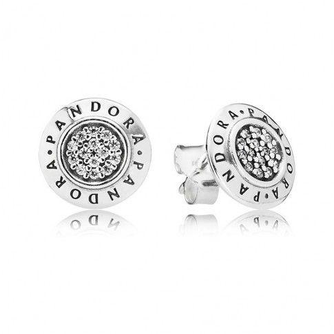 Zilveren Pandora Oorknoppen 290559CZ met pandora-logo geeft de onmisbare oorknopjes een moderne twist, terwijl de vierkante zirkonia in pavé-zetting dat vleugje glamour toevoegen. https://www.timefortrends.nl/sieraden/pandora.html