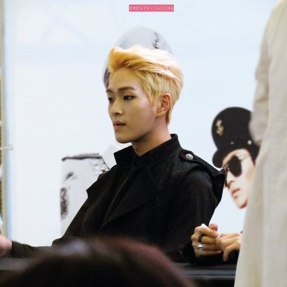 Onew / I don't like blonde Jinki as a general rule, but this hairstyle really suits him