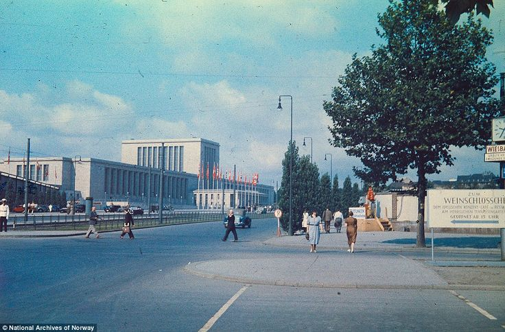 译言精选-阳光下的纳粹:柏林1937.  柏林展览馆坐落在柏林西区,建成于1937年,后来在联军飞机的轰炸中损毁严重。